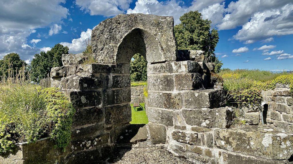 Gudhems klosterruin i Gudhem