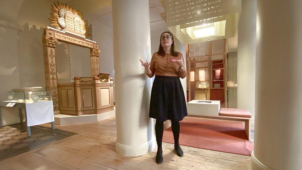Guidad visning på judiska museet i Stockholms äldsta synagoga