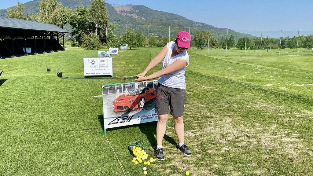 Helena spelar golf i Tjeckien