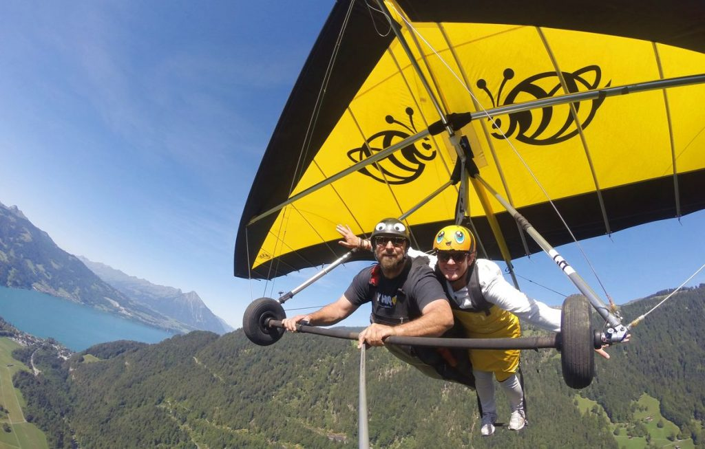 Hang gliding i Interlaken i Schweiz