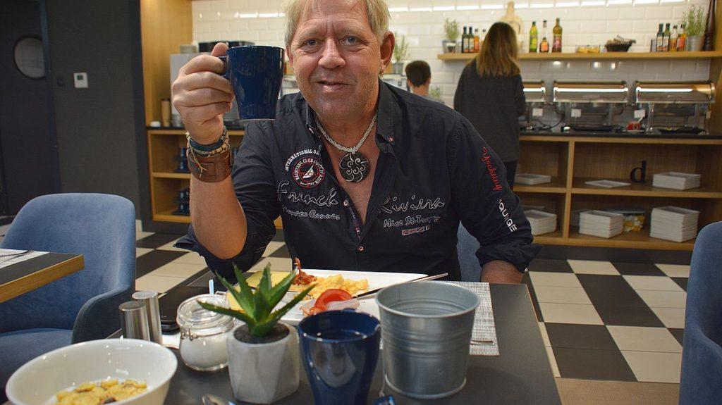 Frukost på hotell D8
