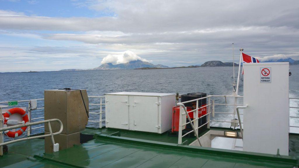Utsikt från Hurtigbåten, på väg till Arnoy