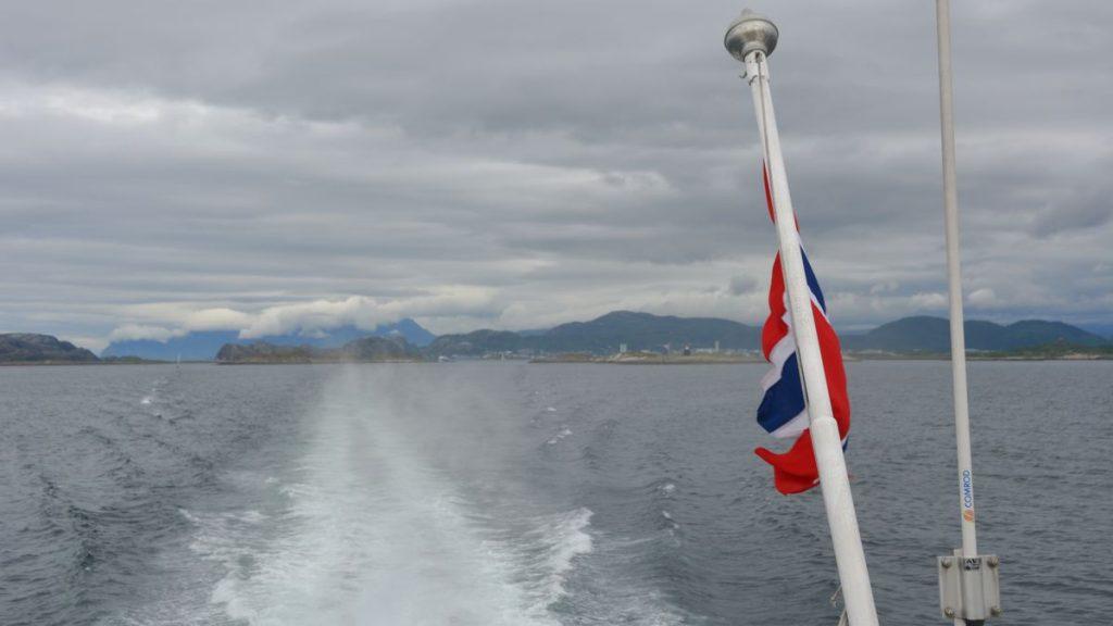 Med hurtigbåt till Arnoy