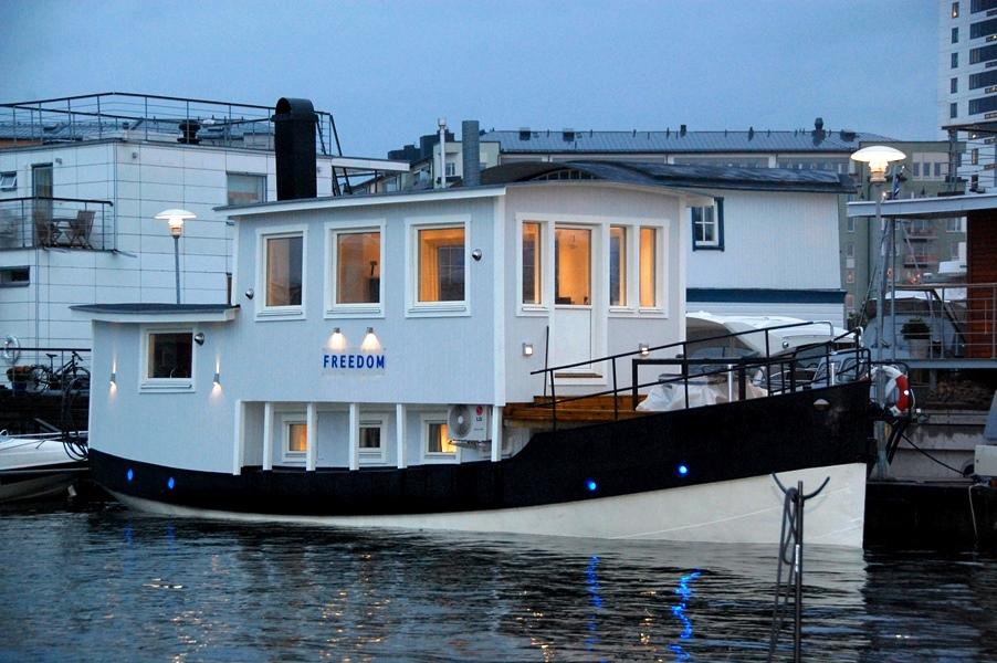 husbåt bobåt till salu