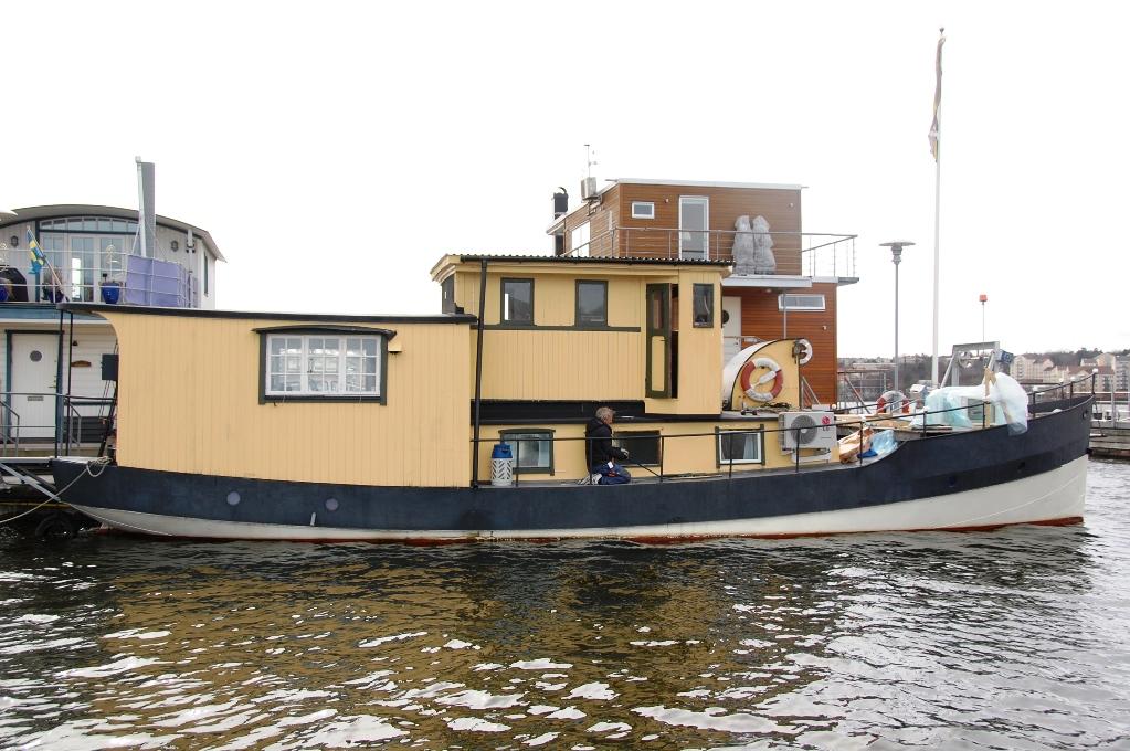 Såhär såg husbåten ut när vi köpte den