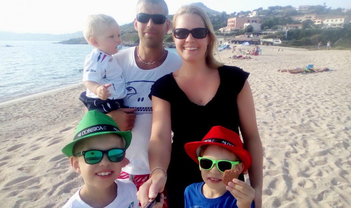 Heidi Laxström tillsammans med familjen på Korsika