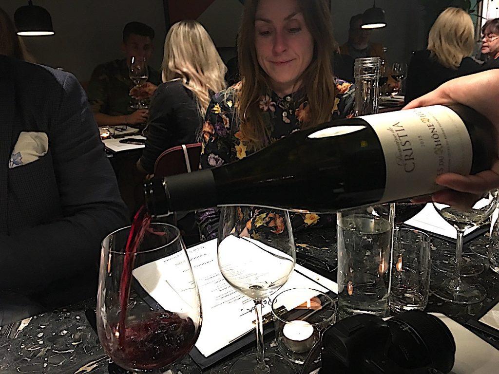 Gott vin på restaurang Palett