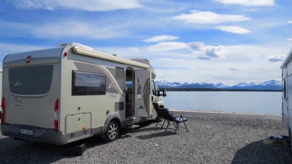 Kvitorp Camping i Molde mot Sunnmørsalpene