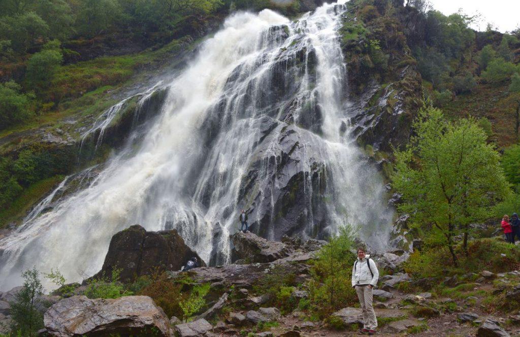 Helena vid vattenfallet Powerscourt