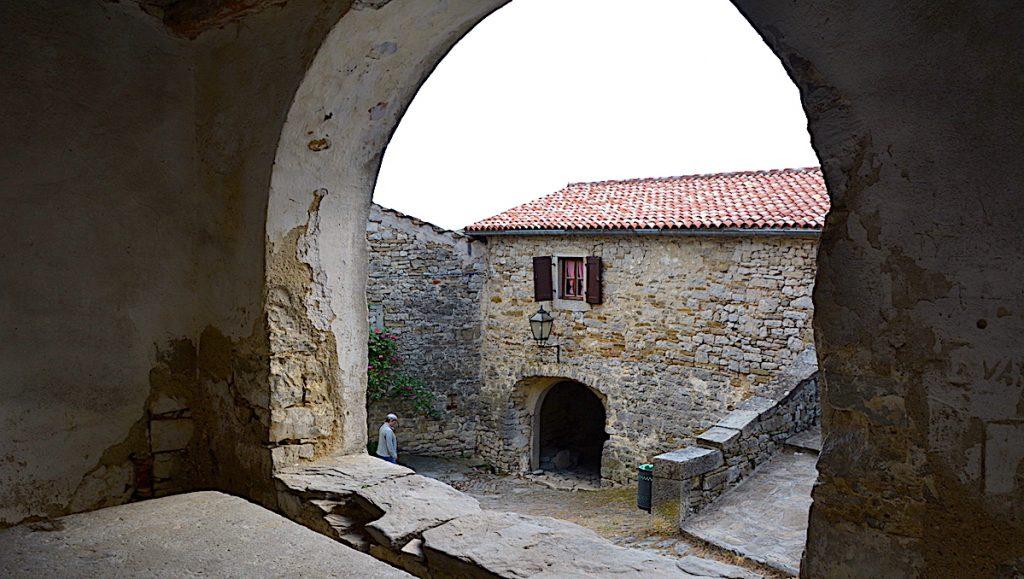 Hum i Kroatien, världens minsta stad