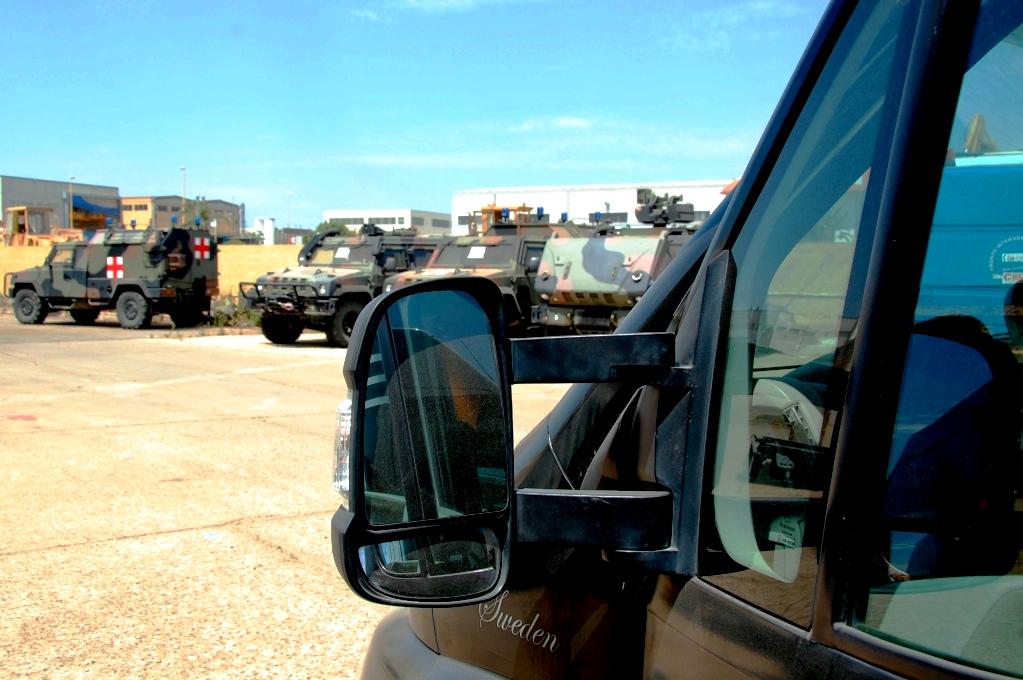FREEDOM på Iveco i Cagliari, tillsammans med en massa militärfordon