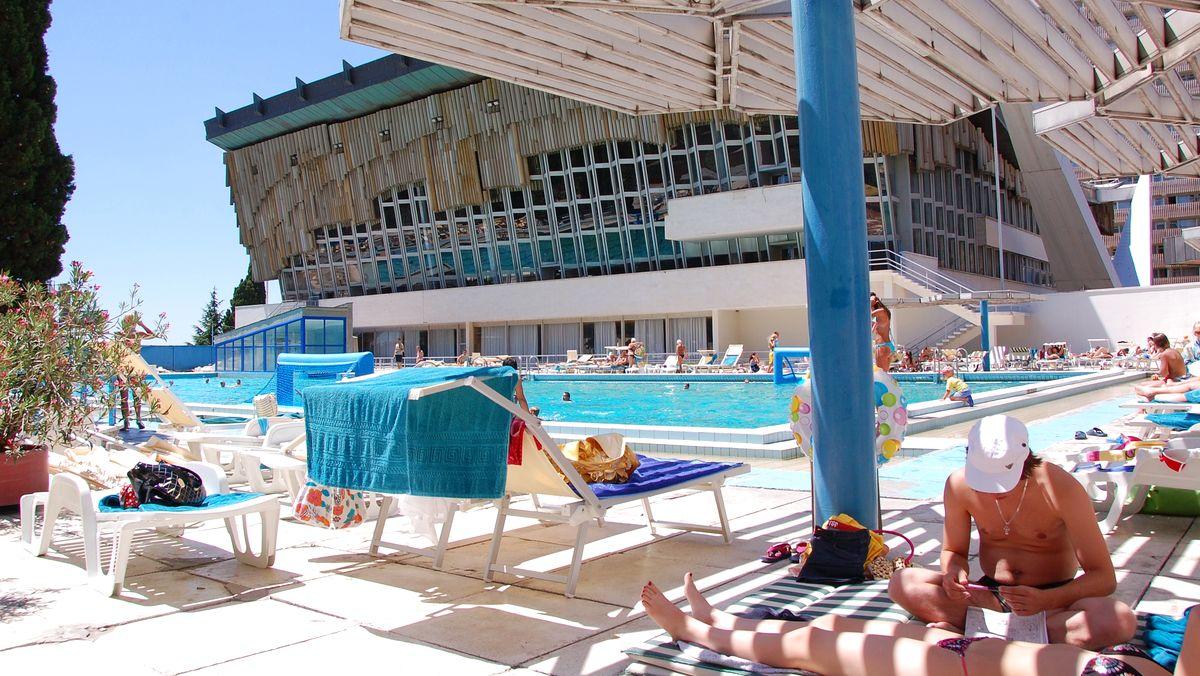 Jalta Hotell, Krimhalvön