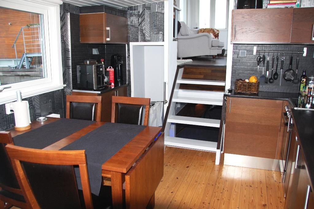 Köket är litet, men vi har allt vi behöver och fantastisk utsikt