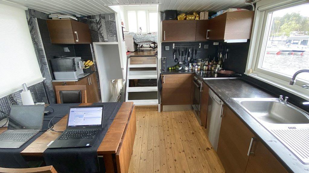 Rundvandring i vår husbåt - köket