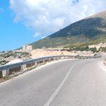 Att köra i Albanien efter mörkrets inbrott