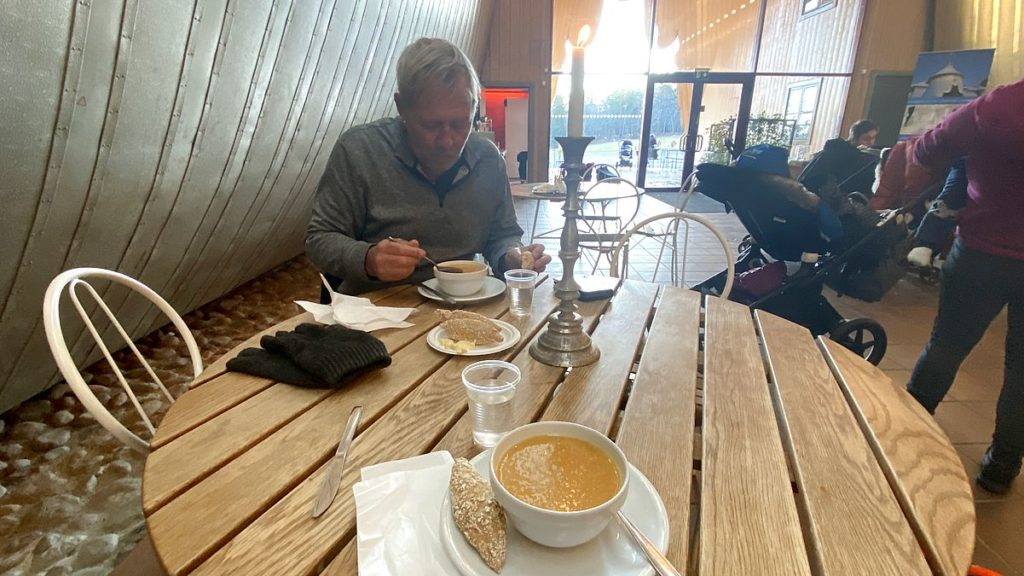Lunch i Koppartälten