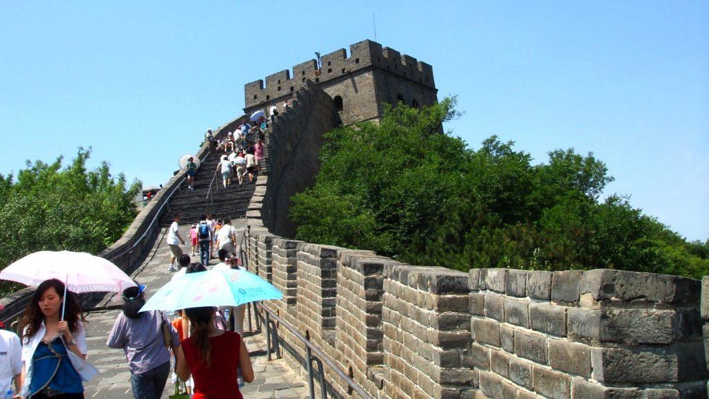 Kinesiska muren i en av världens största städer