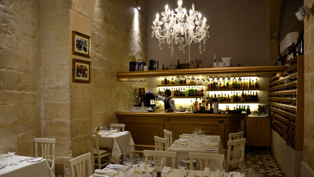 Kings Own Band club restaurant i Valletta