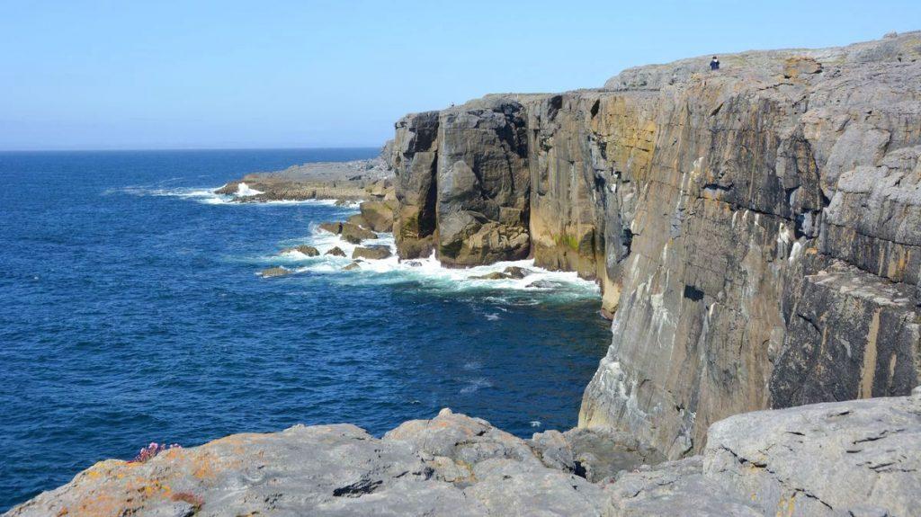Klippor Irlands västkust