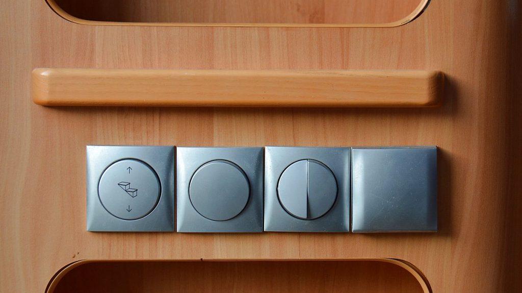 Ladda husbilens batterier och fixa belysning