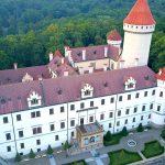 Det hemlighetsfulla skogsslottet Konopiště i Tjeckien