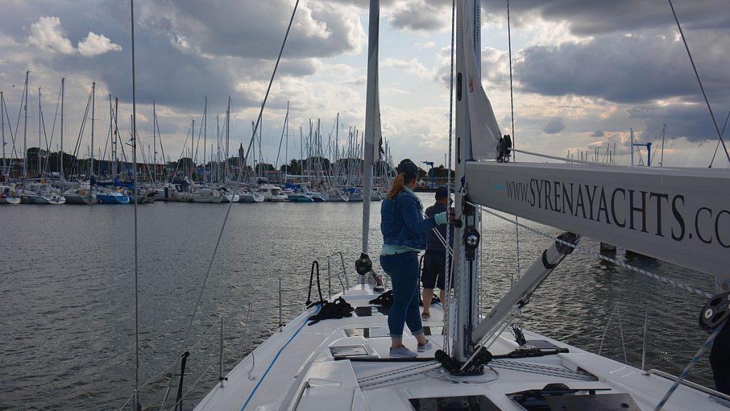 På väg in till Kröslin marina