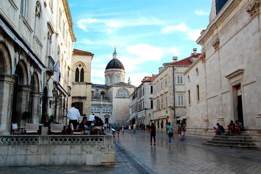 Stenläggningen i Dubrovnik är nästan högblank