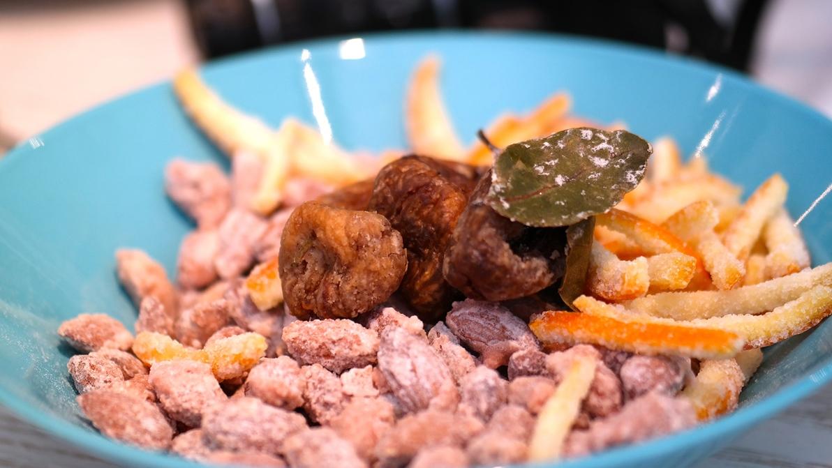 Mat från Dubrovnik: fikon samt kanderade mandlar och apelsinskal