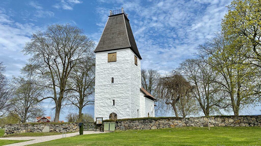 Göra på Visingsö - kumlaby kyrka