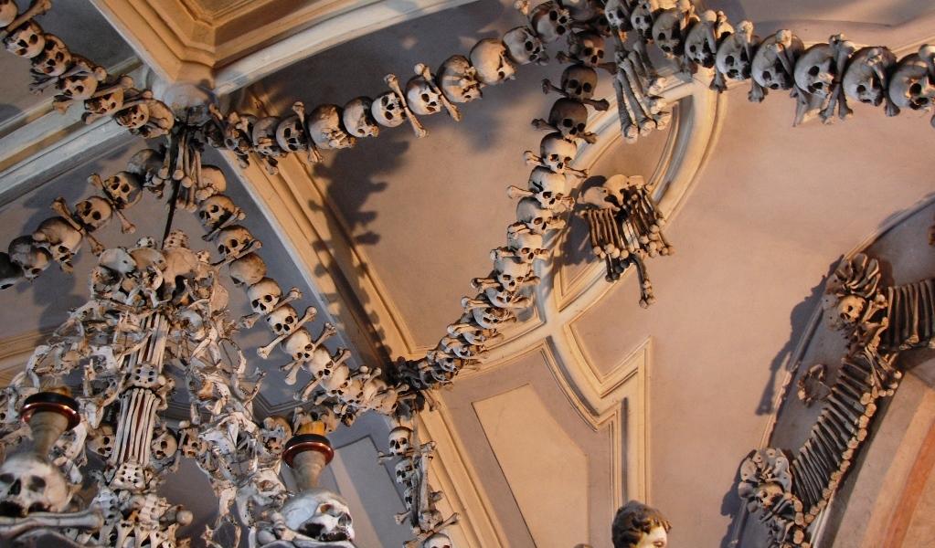 Skelettkyrkan i sedlec - benhuset i sedlec