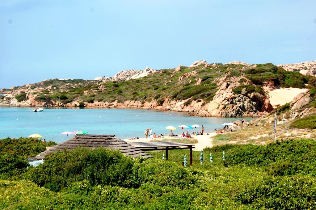 En av alla små stränder på La Maddalena, Sardinien
