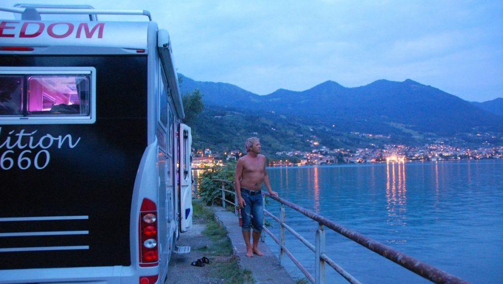 Med husbil vid sjön Iseo i Italien 2011