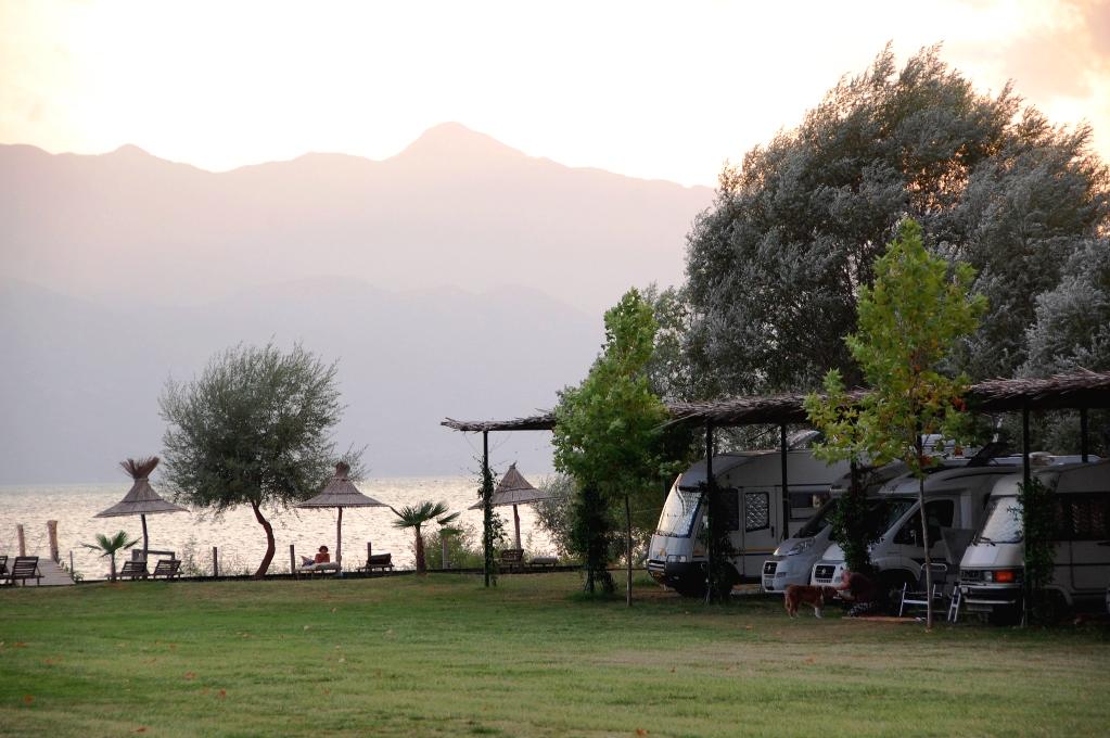 Camping I Shkodra vid Shkodersjön, Albanien. Lake Shkodra Resort.