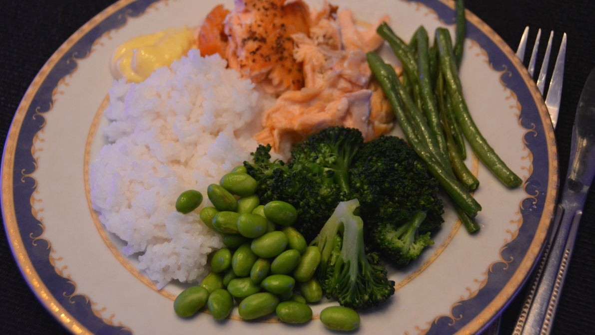 Lax med ris, saffransaioli, broccoli, haricot vertes och sojabönor