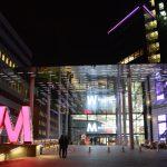 En kväll i Mall of Scandinavia – vad händer när butikerna stängt?