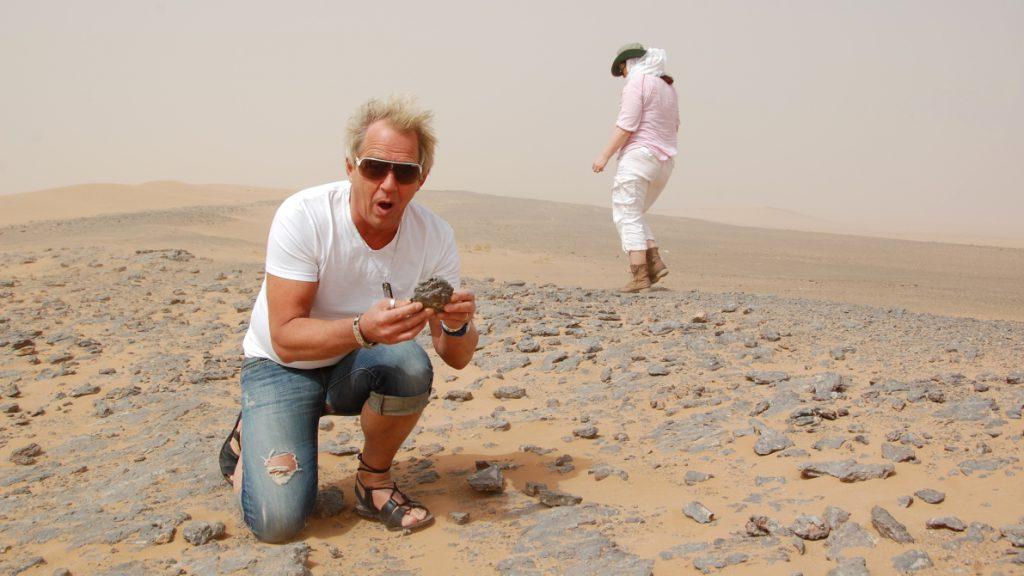Peter hittar trilobiter i öknen (Marocko 2014)
