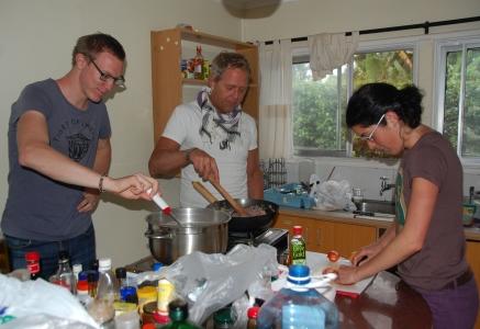 Matlagning i det gemensamma köket där Marta bor
