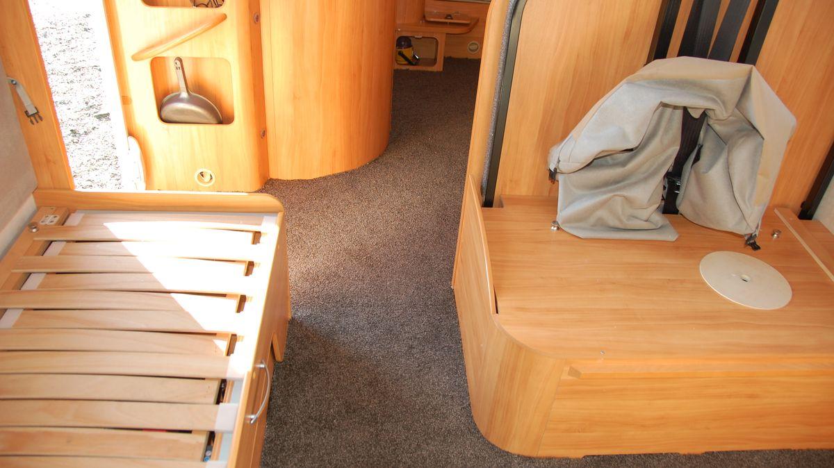 Ny matta i husbilen varmt och ombonat FREEDOMtravel