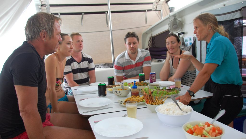 Middag på katamaran