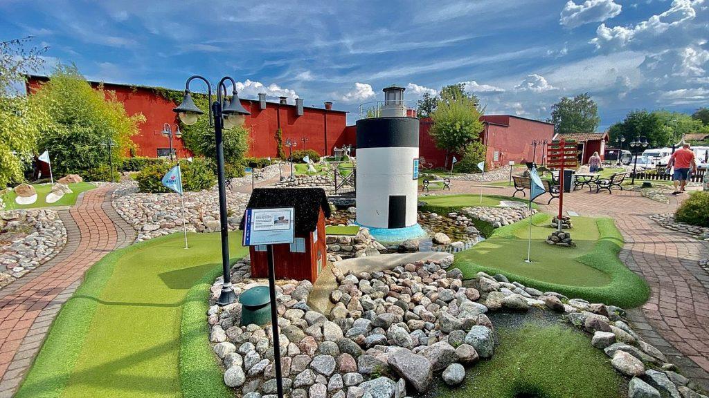 Minigolf på Grisslehamn camping & marina