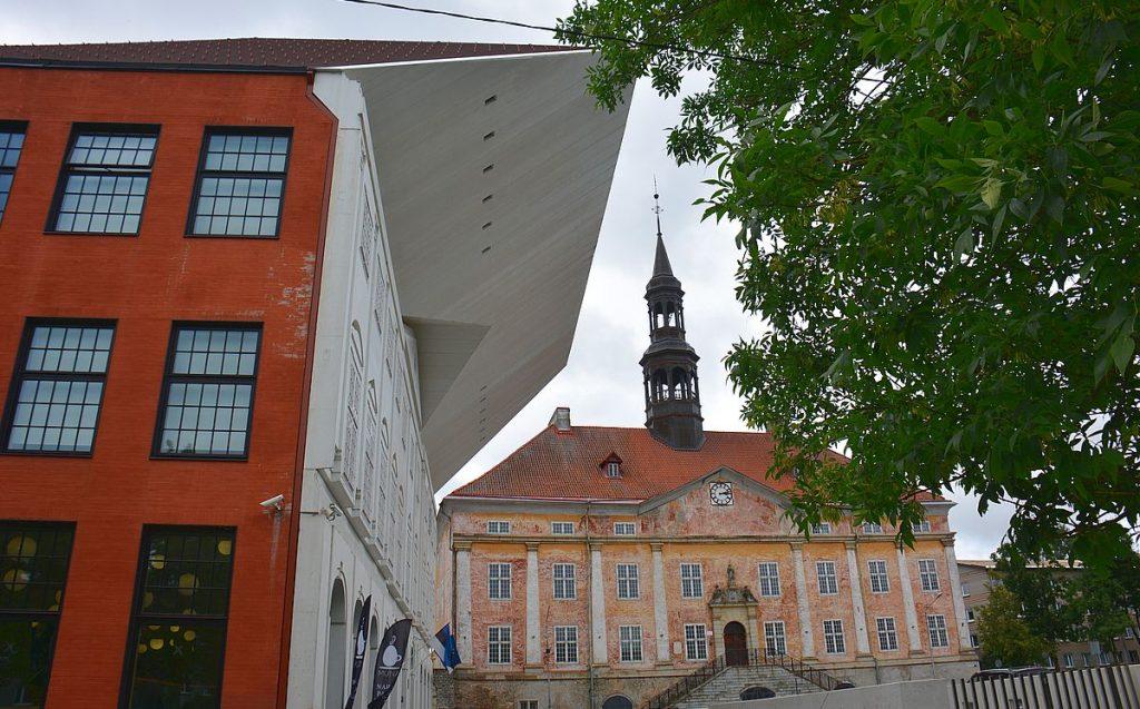Universitetet och rådhuset i Narva i Estland