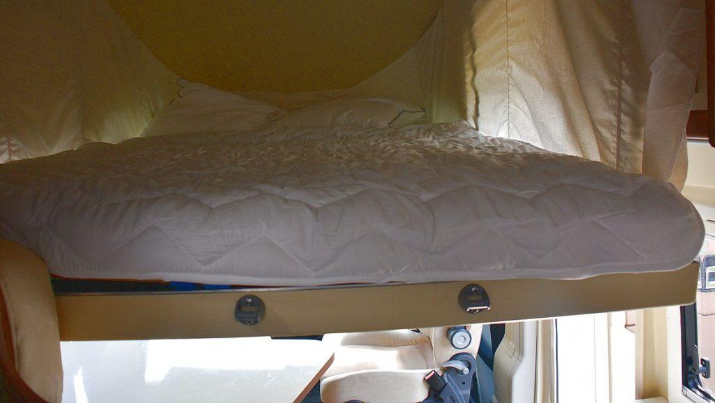 nedfällbar säng