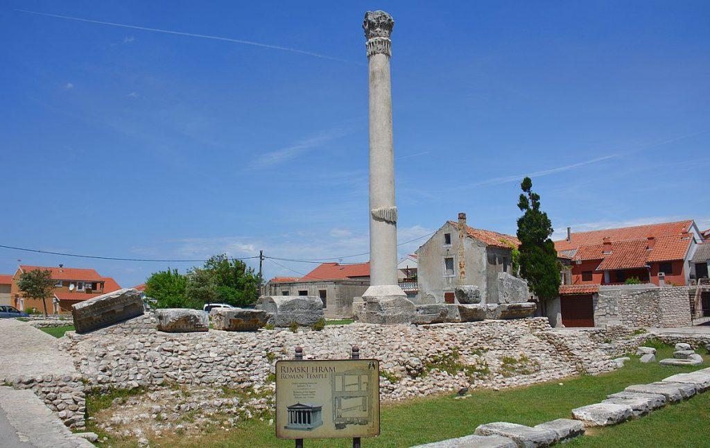 Nin sevärdheter, romerskt tenpel och världens minsta katedral