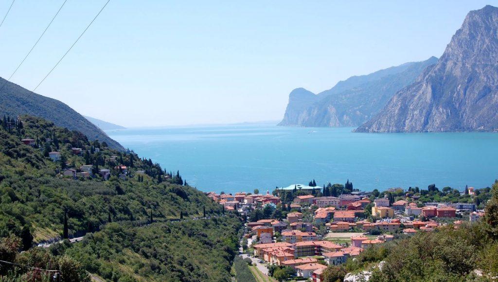 Norra Gardasjön i Italien