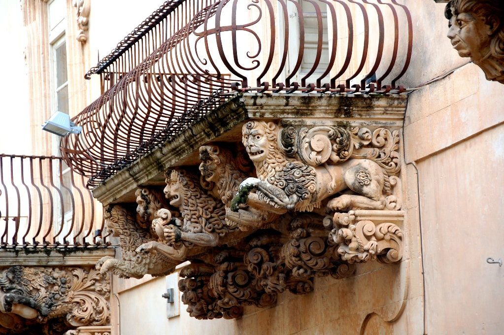 vackra balkonger på Sicilien