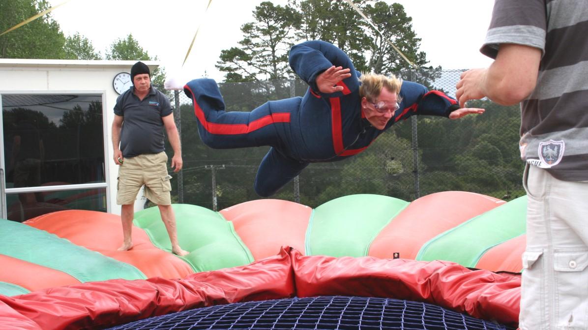 Med Free fall X-treme kan man prova på att flyga ...