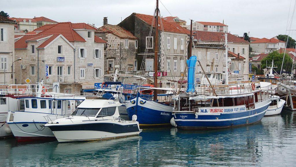 Båtar i Trogir i Kroatien