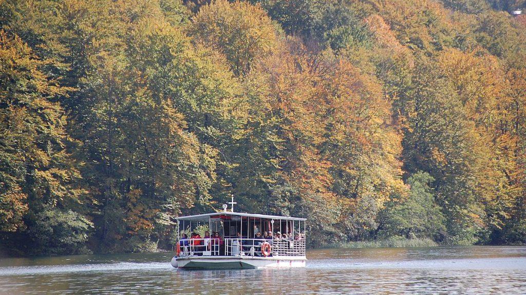 Båt i Plitvicesjöarna