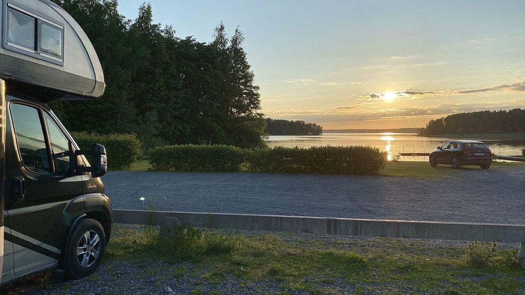 Fricamping vid sjön Erken och Svanberga badplats