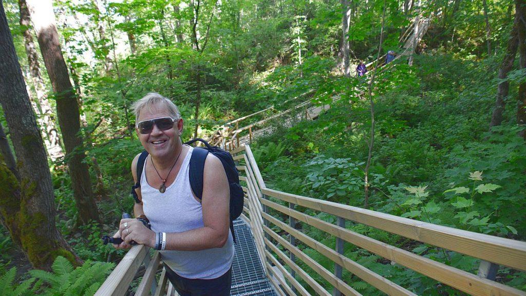Peter vid klipporna i Ontika